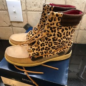Woman's Sperrys Hikerfish leopard print boot sz 8